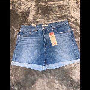 Levi's sculpt shorts /Brand New With Tags